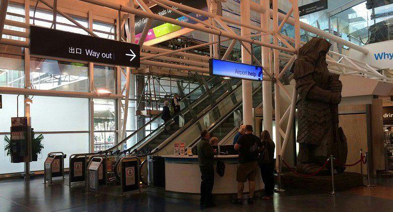 オークランド国際空港 案内デスク